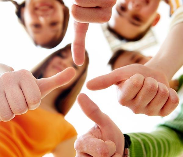 Chorleitung in Teamarbeit Daumen hoch